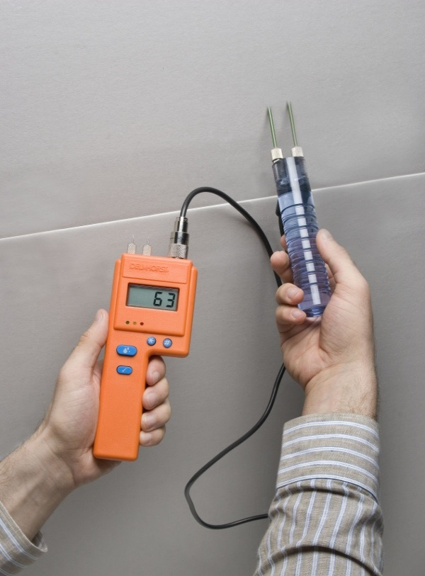 Pin-type moisture measuring devices use in-situ probes to penetrate the concrete and get a reading from within.