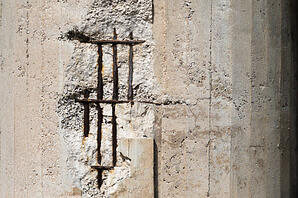 An example of concrete spalling.