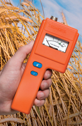 With a simple analog display and easy-to-use controls, the F-6 and F-6-30 are great for beginners, but accurate enough to meet the needs of experienced hay makers as well.